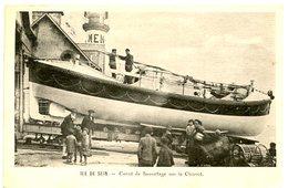 Ile De Sein - Canot De Sauvetage Sur Le Chariot - Gpère De Brigitte (Barbe Blanche) - Ile De Sein