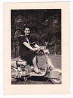 MOTO SCOOTER - LAMBRETTA (?) - FOTO ORIGINALE - DONNA - Automobiles