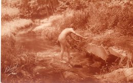 - Femme Qui Traverse Le Ruisseau - - Women