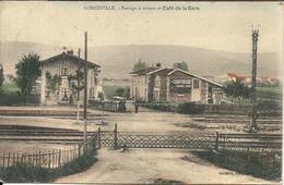 *LONGEVILLE. PASSAGE A NIVEAU ET CAFE DE LA GARE - Frankreich