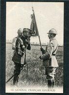 CPA - Le Général Français GOURAUD Embrassant Le Drapeau - Guerre 1914-18