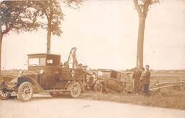 ROCHEFORT-sur-MER Ou Environs - Carte-Photo D'un Camion De Dépannage Sortant Une Voiture Du Fossé - Accident De Voiture - Rochefort