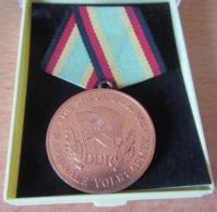 Allemagne De L'Est / DDR / RDA - Belle Médaille Avec Ruban De La Nationale Volskarmée - Alliage De Cuivre - TBE - Germany