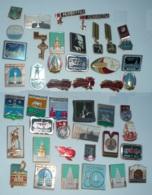 LOT DE 44 INSIGNES SOVIETIQUES - Pin's