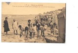 MALO-les-BAINS. - Tout Le Monde Au Travail Pour Protéger Les Tentes De L'inondation. (Maillot De Bain) - Malo Les Bains