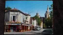 CPSM BUS CAR CAFE DU COMMERCE REVEL 31 LE ROND POINT ET L EGLISE NOTRE DAME ED APA POUX 1977 - Buses & Coaches