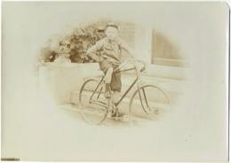 Foto/Grande Photo Ancienne. Cycliste. Enfant Et Vélo. Bicyclette. - Photos