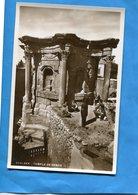 LIBAN-BAALBECK-Temple De Venus-touristes Assis écoutant Le Guide-années 20-30  édition Photo Sport -beyrouth - Lebanon