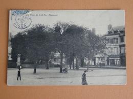 53 - Cpa - LAVAL ( Mayenne ) Une Place -  ( Place Du Palais à Priori ? ) - Laval