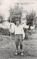 79. DEUX-SÈVRES - Types Du Poitou. Paysan Au Labeur Avec Son Râteau à Faner. Carte Rare. [2 Scans] - Frankreich