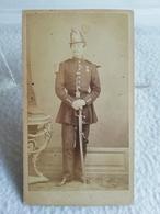 Ancienne Photo Au Format CDV Soldat Officier Militaire Ou Pompier Du XIXe Cavalerie Ou Garde Photographe EUGÈNE DE PARIS - Guerre, Militaire