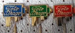 SLOVENIA  Pins  Photo Studio Drago Ljubljana Old Camera - Fotografia