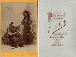 Grand CDV (CAB) Famille THELLIER- Plage-Jeanne THELLIER à Droite Et Une Amie-photo Evan Blitz-BERCK Sur MER (62) - Fotos