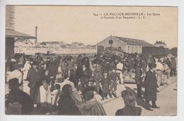 CPA La Pallice - (La) Rochelle  - Les Quais à L'arrivée D'un Paquebot (très Belle Scène) - Autres Communes