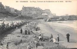 64 - BIARRITZ - La Plage, Concours De Fortifications Sur Le Sable - Biarritz