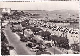 Arcachon: RENAULT 4CV, BUGATTI 57 ATALANTE, FORD VEDETTE, PEUGEOT 203, 302, CITROËN TRACTION AVANT - Plage - (Gironde) - Voitures De Tourisme
