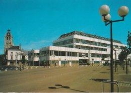 TOURS (37). Place Des Halles (Commerce: Halles) Et Tour De L'Horloge - Tours