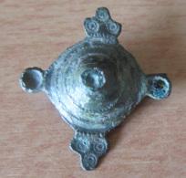 Fibule Romaine Conique - Type 26c4 - Têtes De Reptiles Formées De 3 Ocelles - Avec Son Ardillon - Archaeology