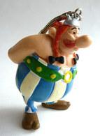 FIGURINE ASTERIX MD TOY 1995 OBELIX MAINS DANS LE DOS Porte Clés NEZ DIFFERENT DE CELUI DE 1994 Entre Autre - Asterix & Obelix