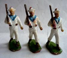 FIGURINE BEFFOID WWI SOLDAT ARMEES MODERNES LOT 3 MARINS AU DEFILE Blanc Déffectueux- MARIN SOLDAT - Figurines