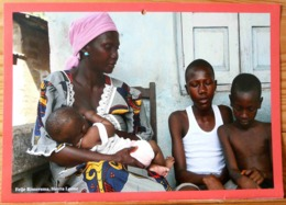 FEMME BEBE AU SEIN ALLAITEMENT SIERRA LEONE FEIJE RIMERSMA BREASTFEEDING MATERNITE SEINS NUS TETEE - Ethniques, Cultures