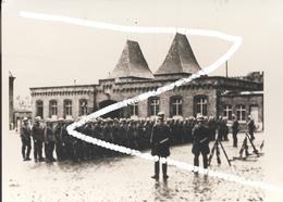 5 Charleroi Occupation Allemande. Soldats à La Caserne Trésignies Et à L'institut Médico-chirurgical (Gailly). Repros. - 1939-45