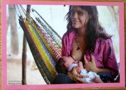 FEMME BEBE AU SEIN ALLAITEMENT MORAZAN EL SALVADOR PHOTO SEAN HAWKEY BREASTFEEDING MATERNITE SEINS NUS TETEE - Ethniques, Cultures