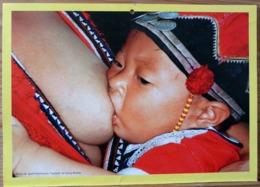FEMME BEBE AU SEIN ALLAITEMENT  THAILANDE PHOTO GEOFF HUTCHINSON TAI DENG MOTHER BREASTFEEDING MATERNITE SEINS NUS TETEE - Ethnics