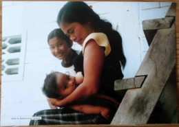 FEMMES BEBE AU SEIN ALLAITEMENT CAMBODGE PHOTO BARBARA SOUNG BREASTFEEDING MATERNITE SEINS NUS TETEE - Ethnics