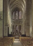 02 Soissons La Cathédrale Saint Gervais Et Saint Prothais La Nef Et Le Choeur (2 Scans) - Soissons