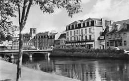 22 - Lannion - Les Quais - ( Hôtel Gira - Prisunic - Banque De Bretagne ) - Lannion