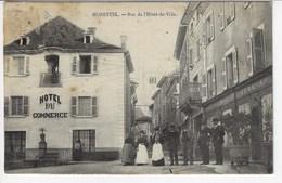 38 - MORESTEL - Rue De L'Hôtel De Ville  (Très Animée + Hôtel Du Commerce) - 1910 (Y120) - Morestel