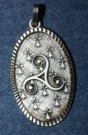 """Pendentif Médaille Métal Argenté Années 70 """"Triskell Breton Et Hermines Bretonnes"""" Bretagne - Volksschmuck"""
