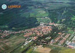 1 AK Tschechien * Blick Auf Den Ort Lednice (deutsch Eisgrub) - Luftbildaufnahme * - Tchéquie