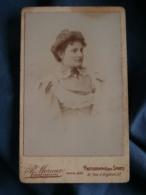 Photo CDV  Moraux à Paris  Portrait Belle Femme  Robe Avec De La Dentelle  CA 1895 - L436A - Photos
