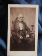 CDV Photo Desfray à Limoges - Noblesse Second Empire, Notable (Heurat De Lessart) Assis, Circa 1860 L436B - Photos