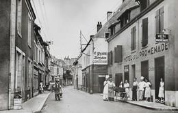 CARTE POSTALE PHOTO ORIGINALE SEMI MODERNE 9/14 DENTELEE : SAINT GAULTIER LA RUE GRANDE ANIMEE INDRE (36) - France