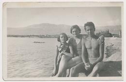 REAL PHOTO - Family On Beach Swimsuit Woman Trunks Mac Boy Girl Plage Femme Mac Fillette  Old Original  Photograph - Photos