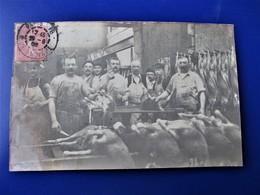 SUPER - Carte-photo - Atelier BOUCHERIE - Dépeçage De Moutons - Bien Animée -  Postée A Paris Rue De Flandres En 1905 - Artisanat