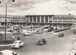 AMIENS (80). La Gare De Nord. Nombreuses Voitures: Renault 4 Ch, Dauphine; Citroën Traction Et Autreso - Amiens