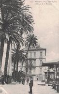 Hyères- Place Des Palmiers- Kiosque De La Musique- **Belle Carte  ** Dos Divisé.  Ed Poullau N°157 - Hyeres