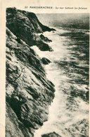14 - ARROMANCHES - La Mer Battant Les Falaises - Arromanches