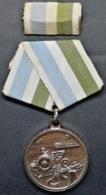 O82 CUBA MEDALLA MEDAL PRODUCCION Y DEFENSA. - Medals