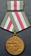 O421 CUBA MEDALLA MEDAL CAMPAÑA DE ALFABETIZACION, LITERACY CAMPAING. - Medals
