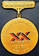 O425 CUBA MEDALLA 1973 MILITAR MEDAL XX ANIV ASALTO CUARTEL MONCADA BARRACKS ATTACK, FIDEL CASTRO. - Medals