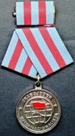 O428 CUBA MEDALLA TRABAJADOR INTERNACIONALISTA, ANGOLA, NICARAGUA, ETIOPIA WORK. - Medals