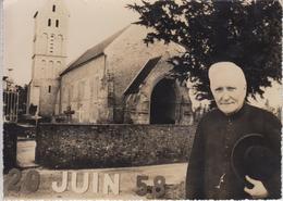 CP Photo Longueville - Eglise De Longueville Sur Carte Datée Du 29 Juin 1958 Avec Abbé - Autres Communes