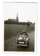 Photo Ancienne / Snapshot Enfant Dans Une Voiture à Pédales Torck - 9 Cm X 6,5 Cm - 2 Scans - Automobiles