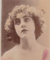 FEMME. COLORISE. CARD TARJETA COLECCIONABLE TABACO. CIRCA 1915 SIZE 4.5x5.5cm - BLEUP - Personnes