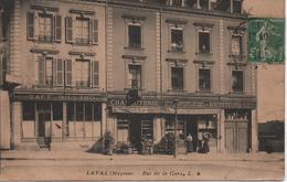 LAVAL  RUE DE LA GARE  NOMBREUX COMMERCES - Laval